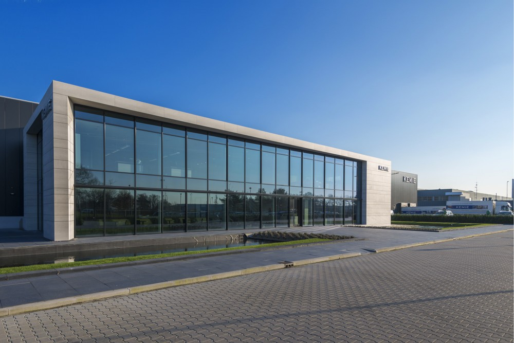 Industrial building and offices for Kemie